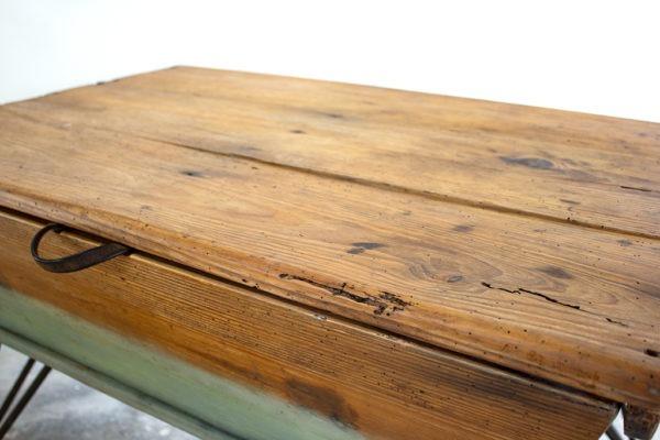 Mesa de centro de antigua artesa recuperada