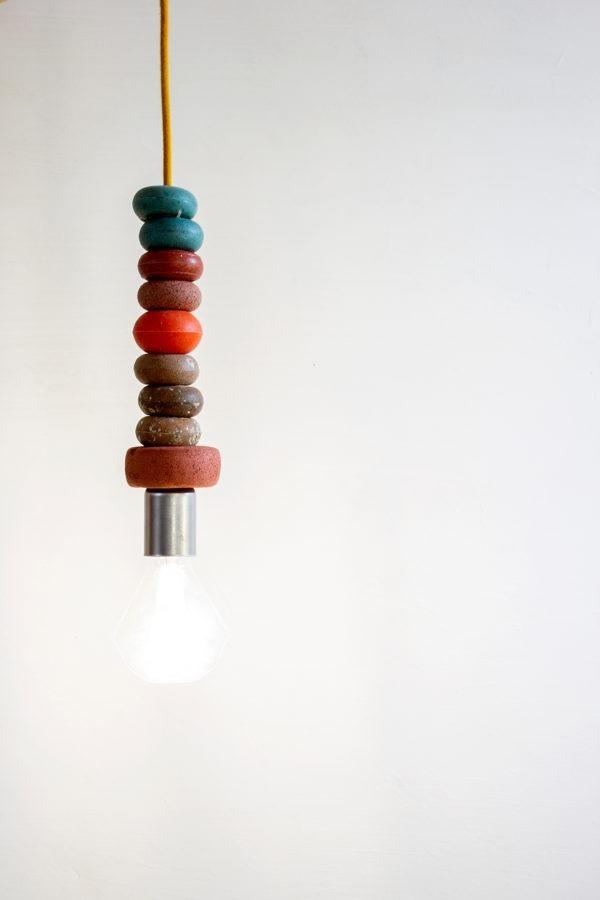 Lámpara de techo de boyas recuperadas con luz