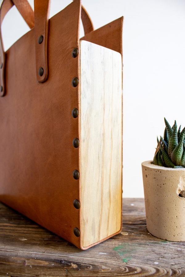tote bag cuero y madera recuperada detalle madera