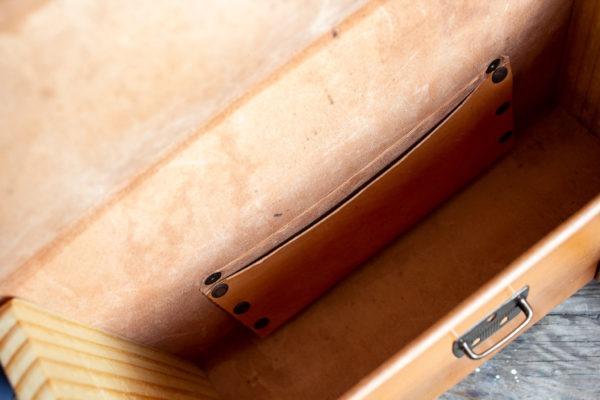 COMPLmaletín cuero y madera recuperadaEMENTOS SOSTENIBLES